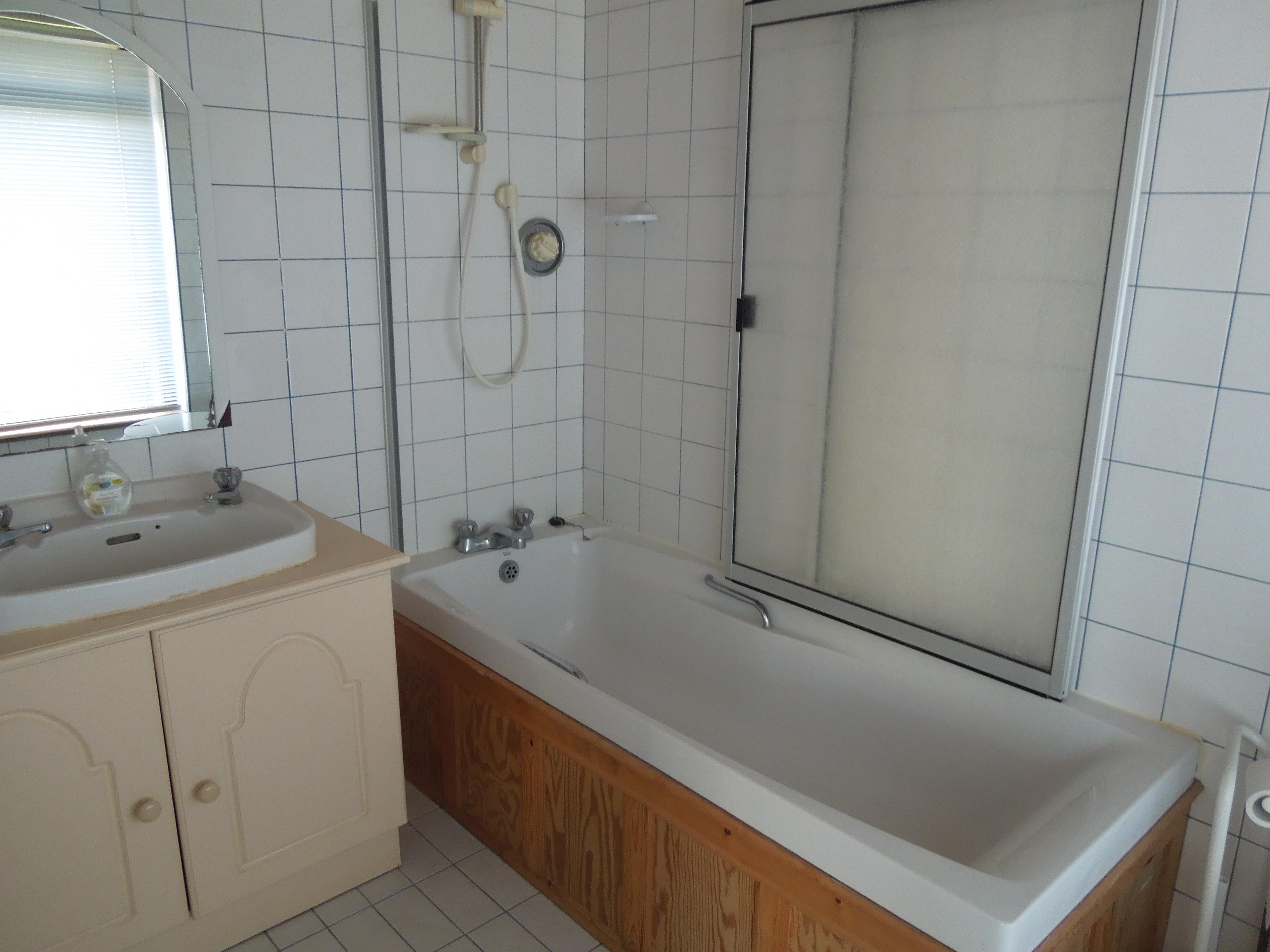 Ensuite bathroom in Family Apartment